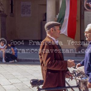 Reggiani davanti al Municipio – Stampa 30×20 cm